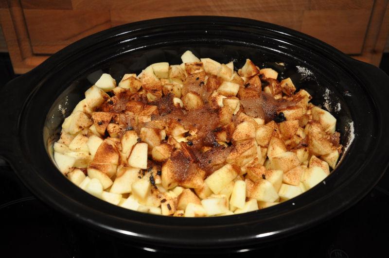 """Die Apfelstücke """"schmilzen"""" apple butter-AppleButter04-Apple Butter aus dem Crockpot / Slow Cooker"""