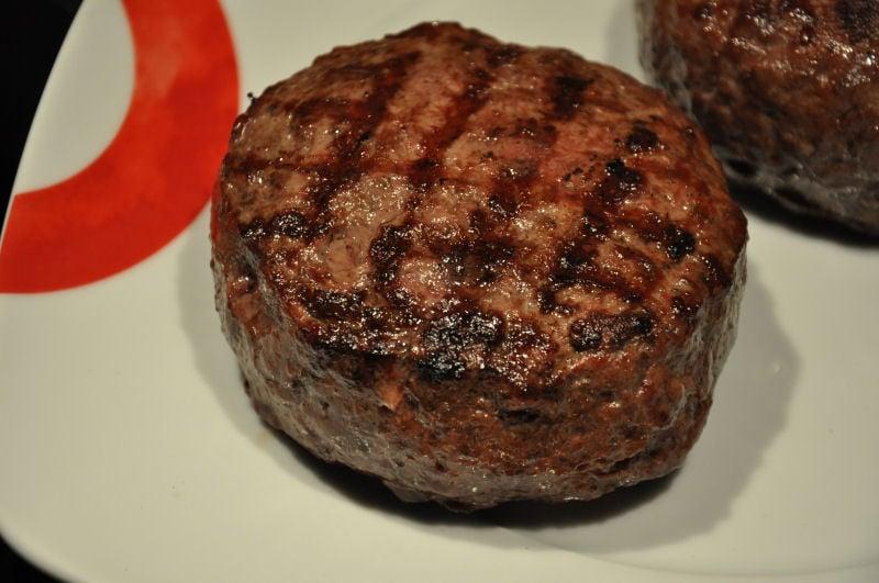 Fertig gegrillte Burgerpatties Griechischer Burger mit Feta gefüllt-Griechischer Burger-Burger07