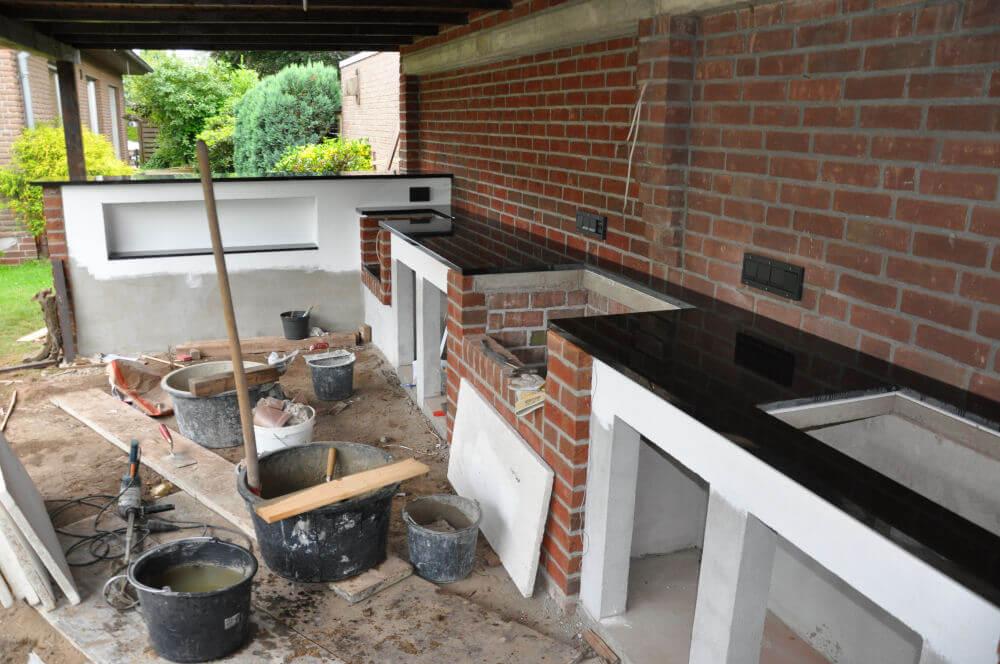 MeMyself's Aussenküche (BBQ Pit) mit Monolith und ...