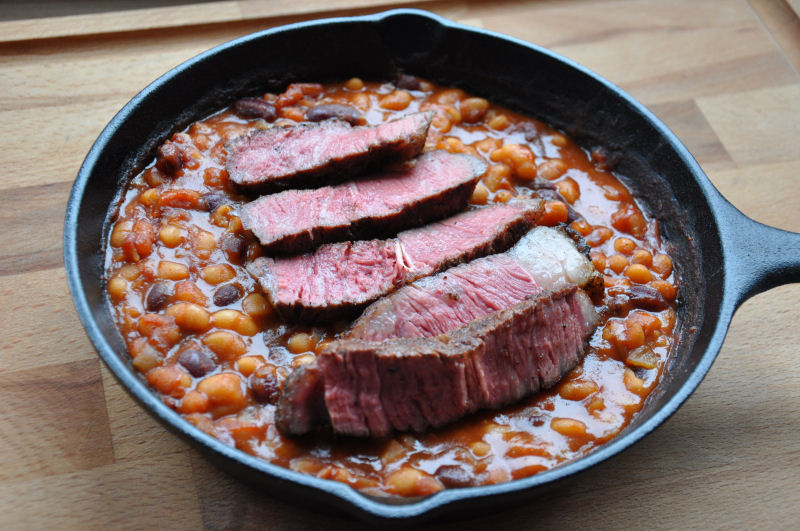 Blackenend Rib-Eye Steak auf BBQ-Beans Blackened Steak-Blackened Steak-BlackenedSteak11