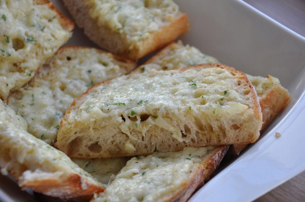 Garlic Cheese Bread fertig zum Servieren garlic cheese bread-GCB04-Garlic Cheese Bread / Käse-Knoblauchbrot