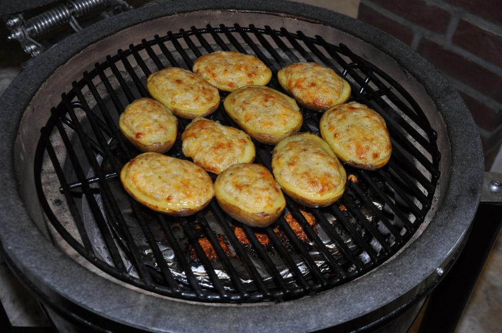 Gefüllte Grillkartoffeln auf dem Grill Dome Radio KW-Wintergrillen09-Wintergrillen bei den BBQ Wieseln Niederrhein mit Radio KW