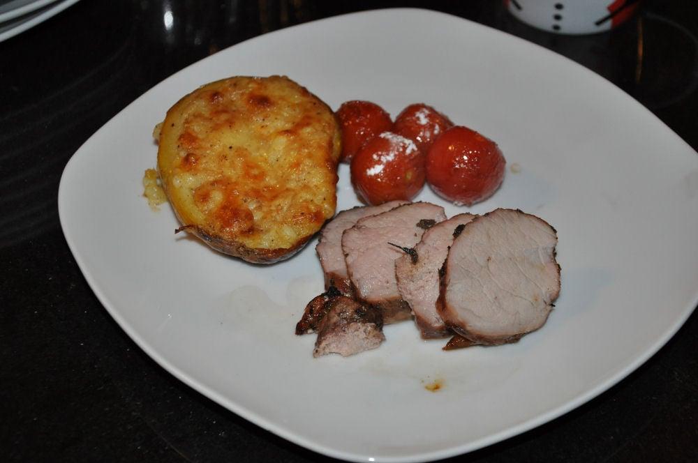 Schweinefilet mit Grillkartoffel und karamellisierten Kirschtomaten Radio KW-Wintergrillen13-Wintergrillen bei den BBQ Wieseln Niederrhein mit Radio KW