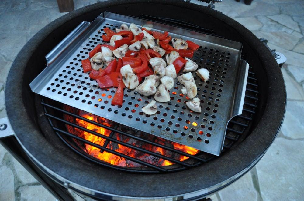 Gemüse auf dem Grill Dome US-Rumpsteak-USRump06-US-Rumpsteak auf Grillgemüse