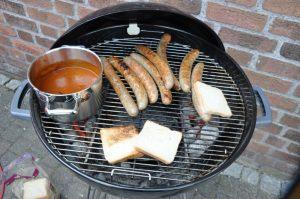 Ruhrpott Currywurst für die Zuschauer Dingdener Grillmeisterschaft-DingdenerGrillmeisterschaft08 300x199-Die BBQ Wiesel Niederrhein werden Dritter bei der 2.Dingdener Grillmeisterschaft