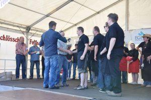 Die BBQ Wiesel Niederrhein bekommen den Preis für den 3.Platz überreicht Dingdener Grillmeisterschaft-DingdenerGrillmeisterschaft23 300x199-Die BBQ Wiesel Niederrhein werden Dritter bei der 2.Dingdener Grillmeisterschaft