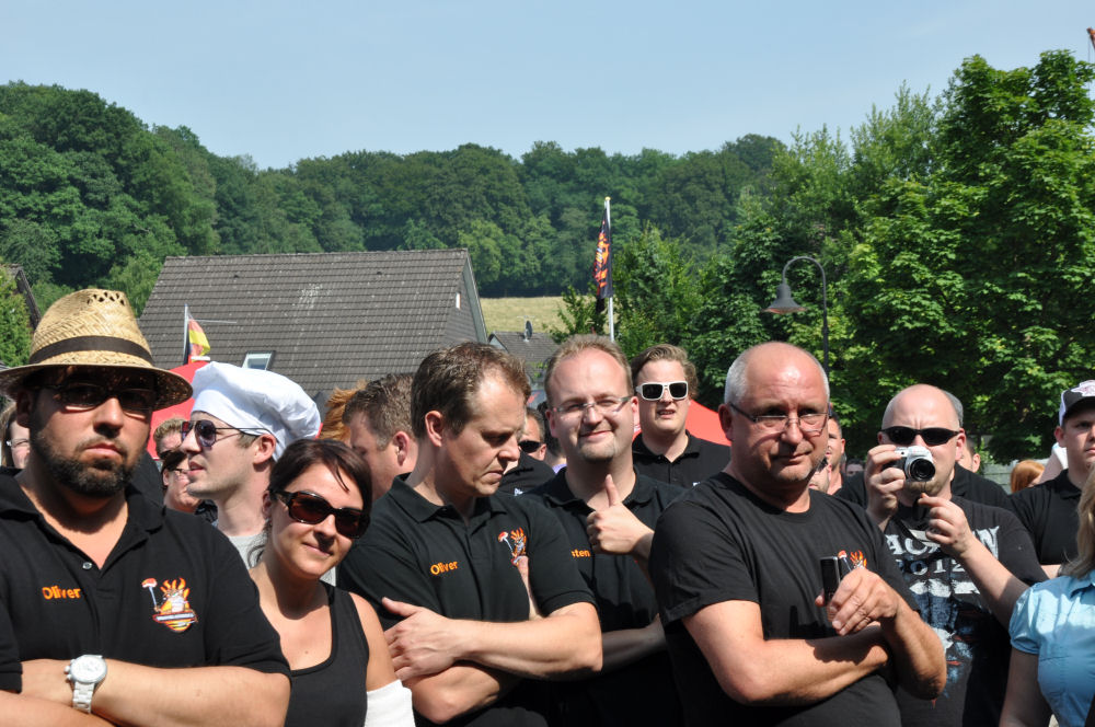 Anspannung bei der Siegerehrung Bergisch BBQ-BergischBBQ06-Erfolgreiche Teilnahme bei Bergisch BBQ 2013: 4 Pokale für die BBQ Wiesel