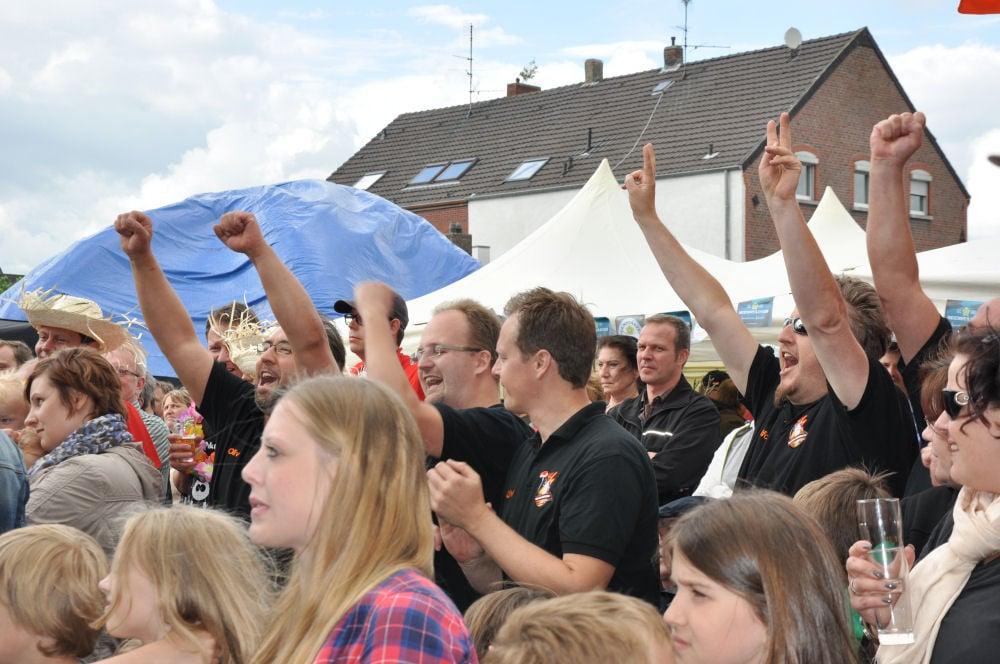 Die BBQ Wiesel Niederrhein gewinnen die Nettetaler Grillmeisterschaft Die BBQ Wiesel Niederrhein gewinnen die 2.Nettetaler Grillmeisterschaft-Nettetaler Grillmeisterschaft-NettetalerGrillmeisterschaft05