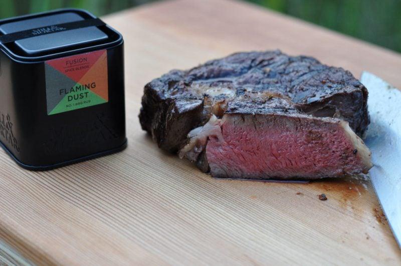 Flaming Dust-FlamingDust 800x531-US-RibEye Steak mit Flaming Dust BBQ-Rub