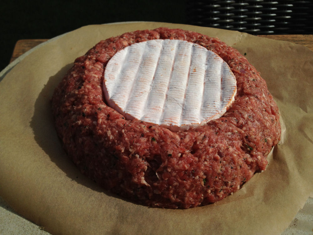 Ofenkäse im Hackfleischnest Ofenkäse im Hackfleischnest-Ofenkaese02-Ofenkäse im Hackfleischnest