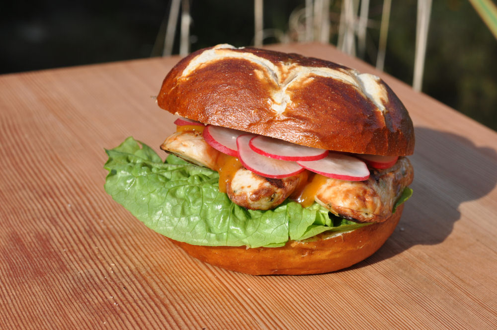 Weißwurst-Burger weißwurst-burger-WeisswurstBurger05-Weißwurst-Burger – Bayerischer Burger mit Weißwurst & süßem Senf