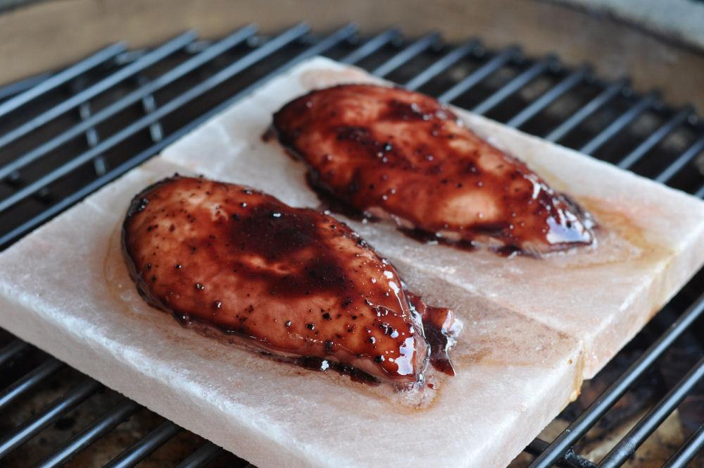 Hühnerbrustfilets mit Granatapfel-Rotwein-Sauce Grillen auf der Salzplanke-GranatapfelRotweinHuhn03-Grillen auf der Salzplanke: Granatapfel-Rotwein Hühnerbrustfilet