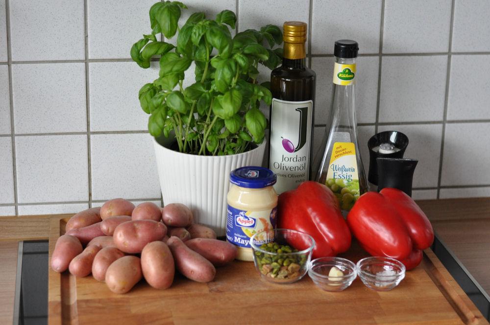 Zutaten für Kartoffelsalat mit Pistazienpesto Warmer Kartoffelsalat mit Pistazienpesto-kartoffelsalat mit pistazienpesto-KartoffelsalatPistazienpesto01