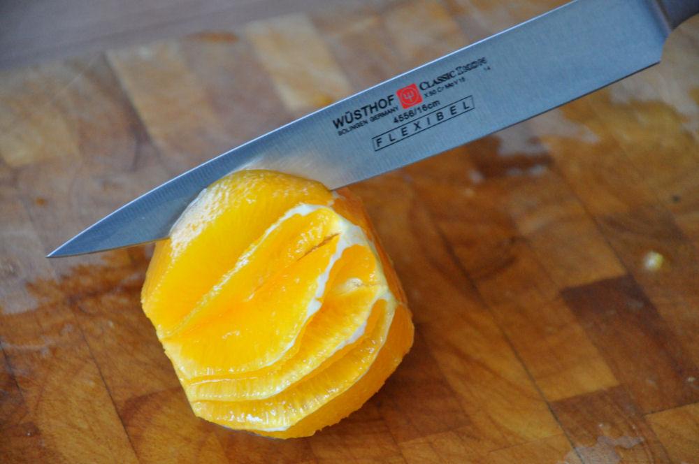 Orange filettieren Jakobsmuscheln von der Salzplanke mit Orangen-Feldsalat-Jakobsmuscheln-OrangeFilettieren