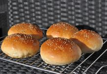 Perfekte Buns bbqpit-PerfekteHamburgerbroetchenBuns 218x150-BBQPit.de das Grill- und BBQ-Magazin – Grillblog & Grillrezepte