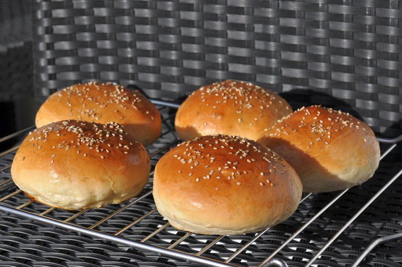 hamburgerbrötchen-PerfekteHamburgerbroetchenBuns 800x531-Hamburgerbrötchen – die perfekten Brioche Burger Buns