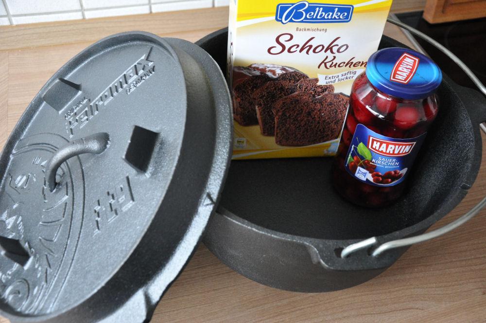 Cobbler aus dem Dutch Oven Schoko-Kirsch-Cobbler aus dem Dutch Oven-Schoko-Kirsch-Cobbler-SchokoKirschCobbler01