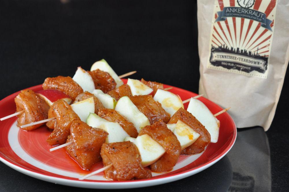 Apfel-Hühnchen-Spieße Apfel-Hähnchen-Spieße-ApfelHaehnchenSpiesse01-Apfel-Hähnchen-Spieße mit Honig-Sesam-Glasur