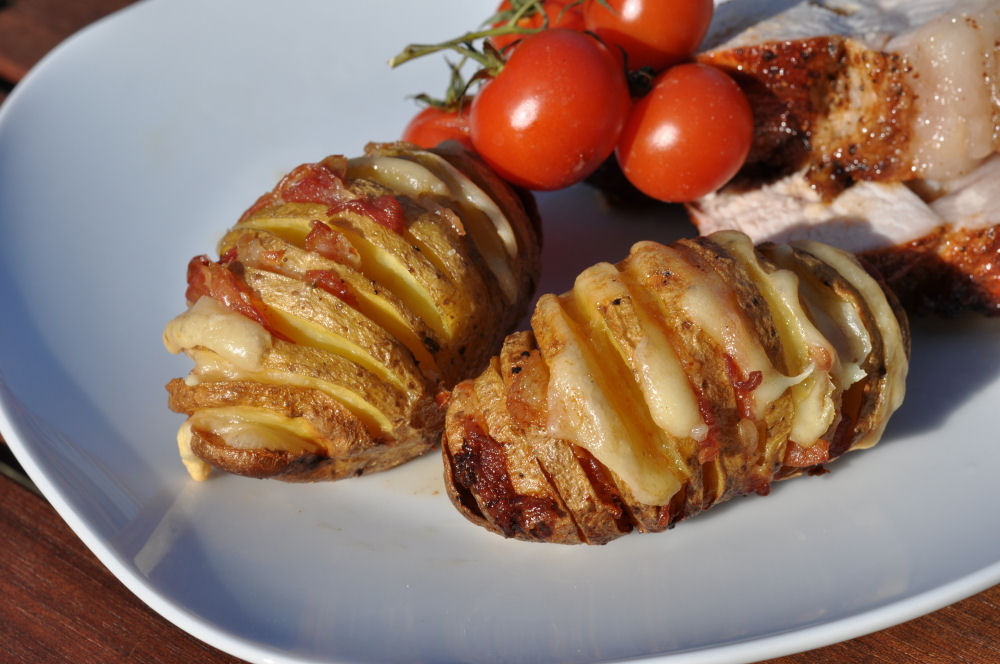 f cherkartoffeln mit bacon k se hasselback potatoes. Black Bedroom Furniture Sets. Home Design Ideas