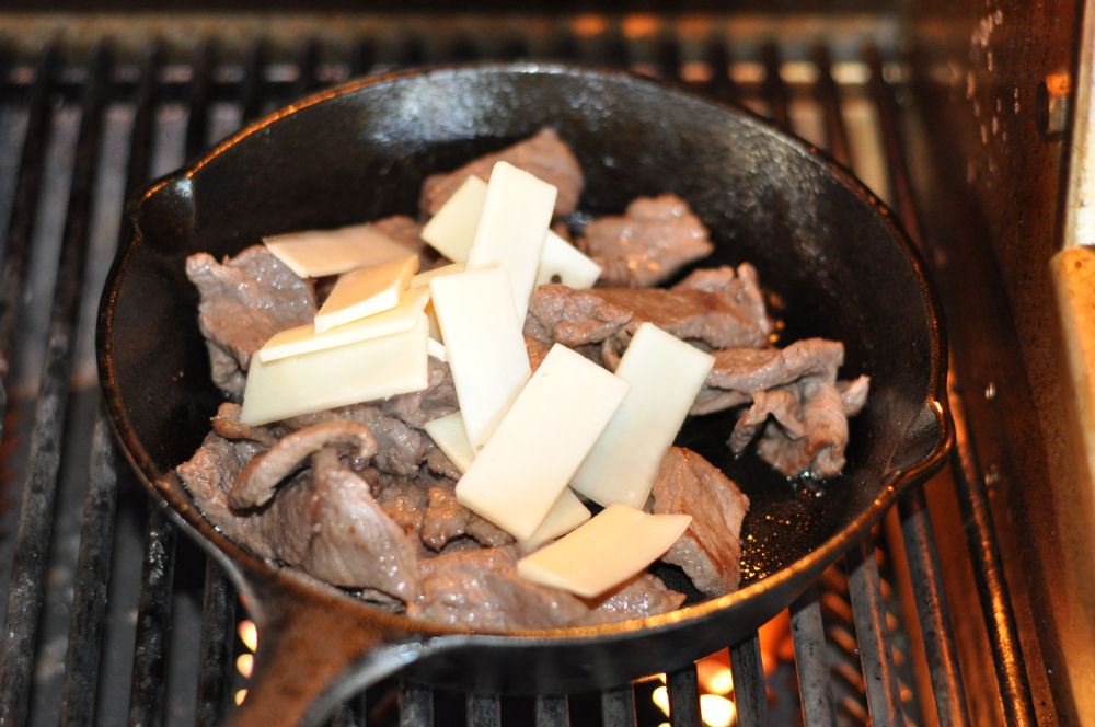 Provolone für Cheesesteak Philly Cheesesteak – Philadelphia Steak Sandwich-Philly Cheesesteak-PhillyCheesesteak03