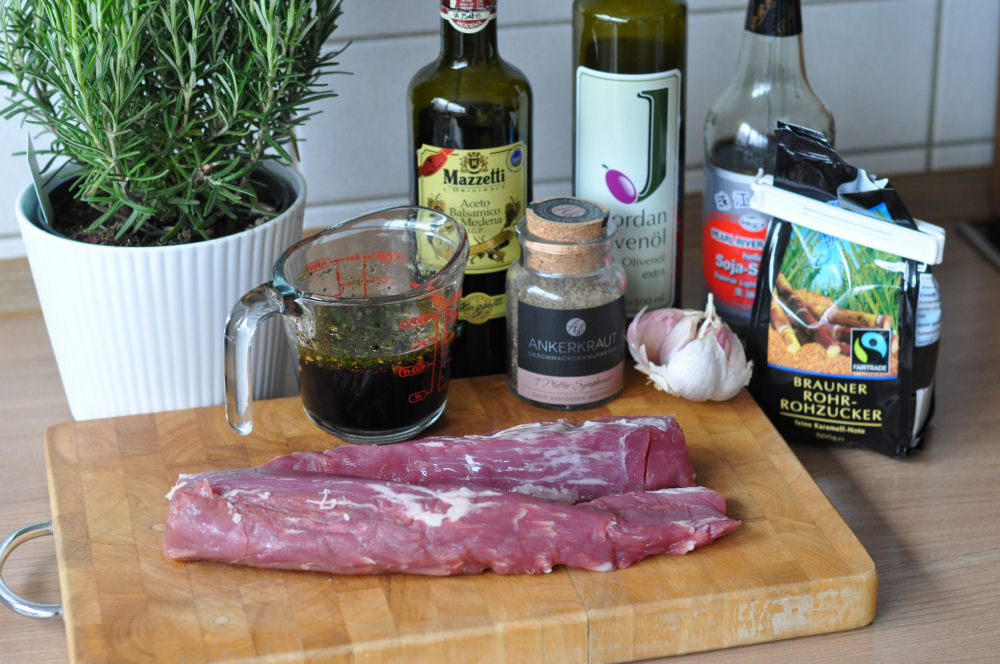 Rosmarin-Balsamico-Schweinefilet rosmarin-balsamico-schweinefilet-RosmarinBalsamicoSchweinefilet01-Rosmarin-Balsamico-Schweinefilet von der Zedernholzplanke
