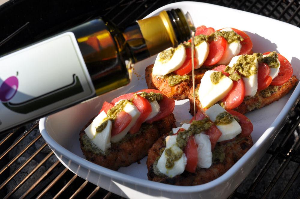 Schweinerückensteaks Caprese Schweinerückensteaks Caprese mit Tomate-Mozzarella überbacken-Schweinerückensteaks Caprese-ItalieniescheSchweinerueckensteaks05