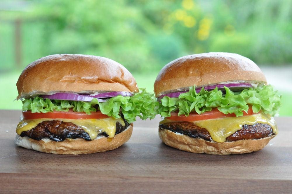 portobello mushroom burger vegetarischer burger. Black Bedroom Furniture Sets. Home Design Ideas