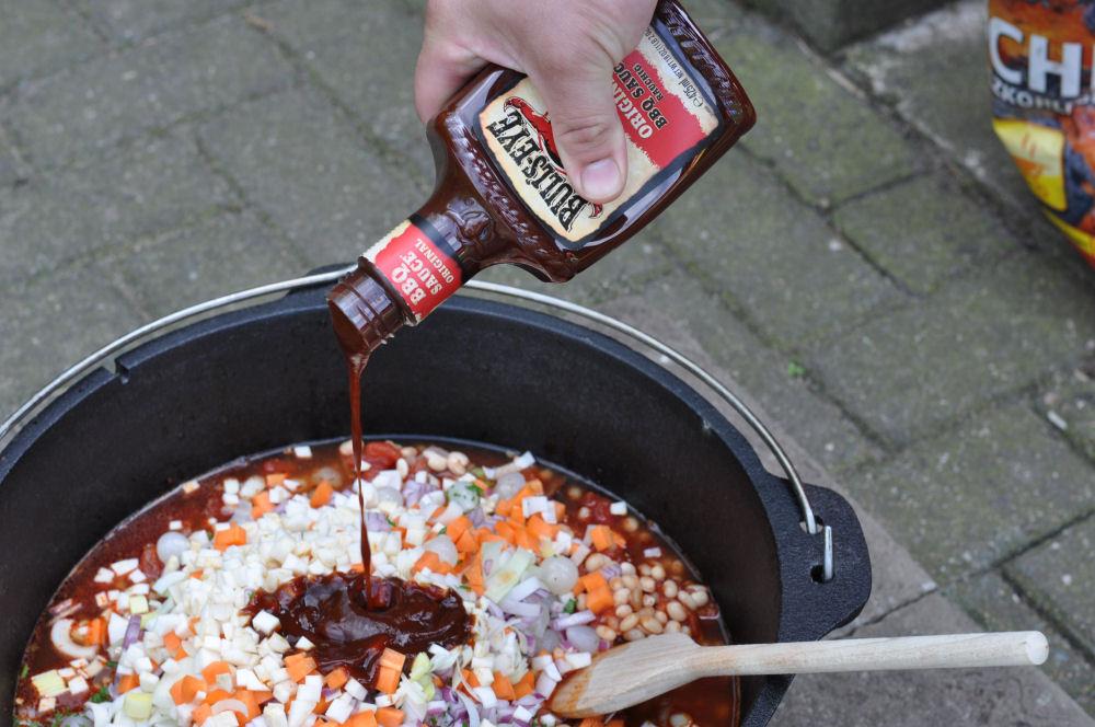 Redneck Beans redneck beans-RedneckBeans02-Redneck Beans mit Beef Brisket aus dem Dutch Oven