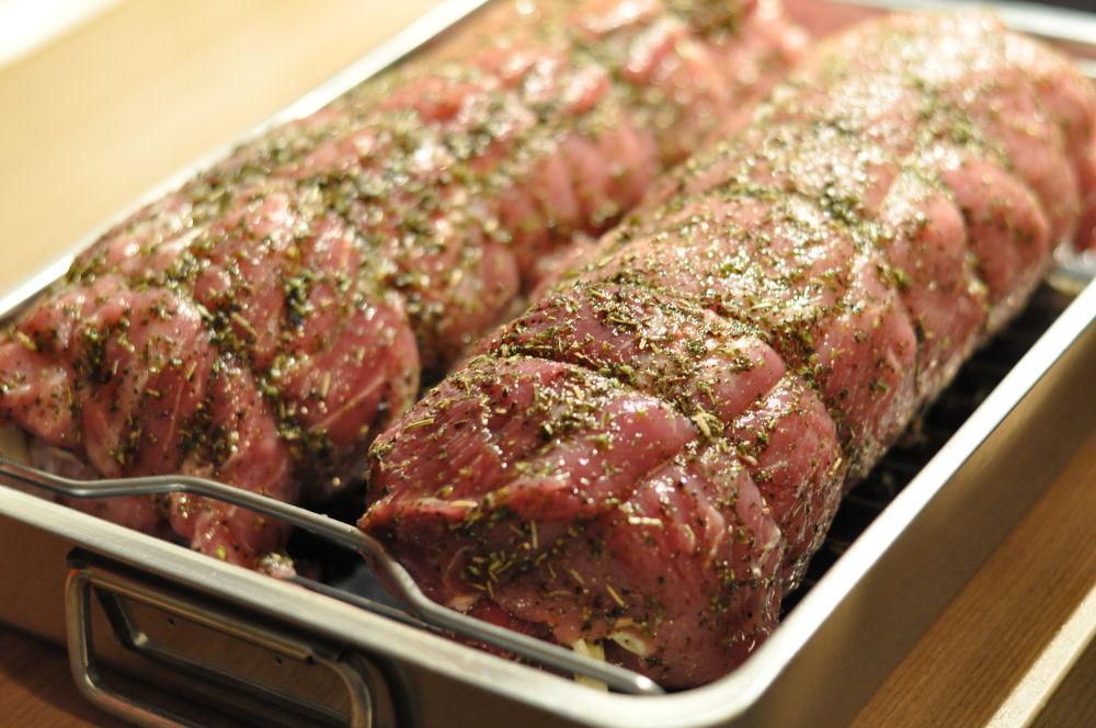 Italienischer Schweinerücken Caprese schweinerücken caprese-ItalienischerSchweinerueckenCaprese04-Gefüllter Schweinerücken Caprese mit Tomate & Mozzarella