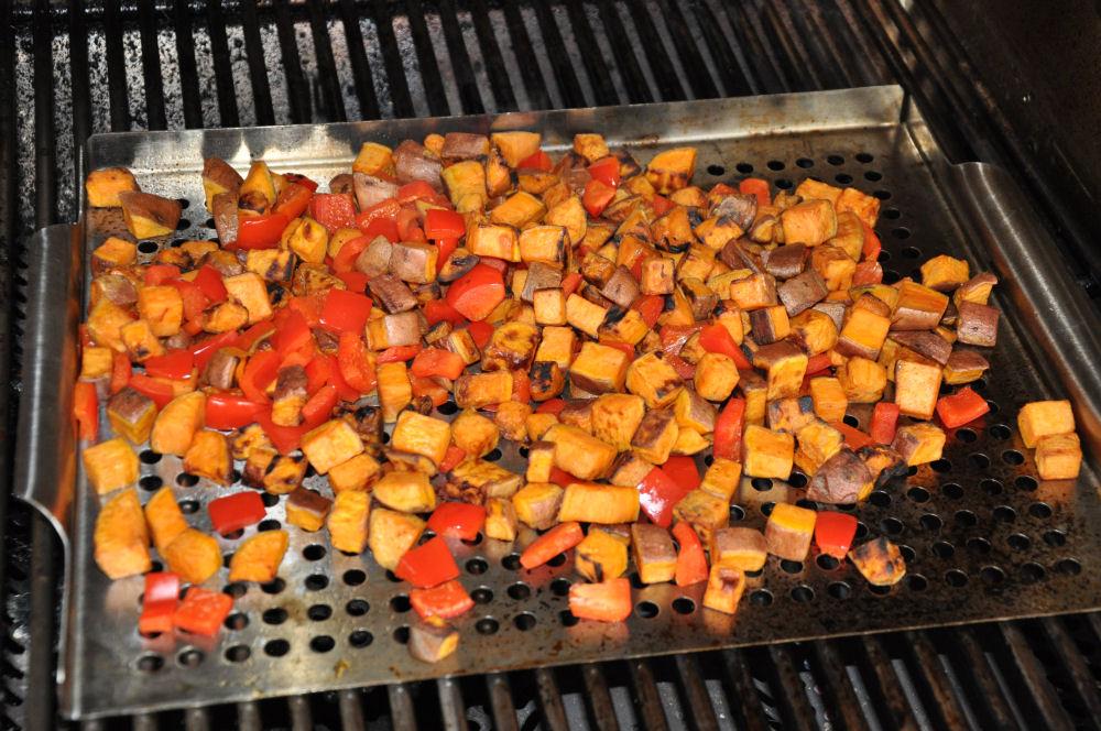 Gegrillter Süßkartoffelsalat gegrillter süßkartoffelsalat-GegrillterSuesskartoffelsalat05-Gegrillter Süßkartoffelsalat mit Avocado