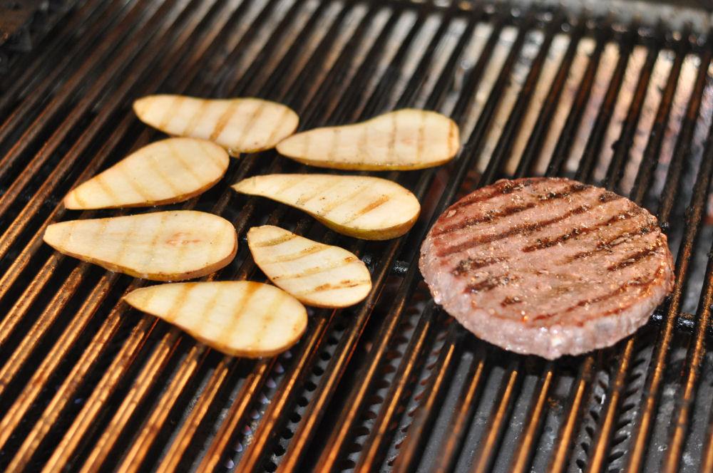 Burger mit Birne und Gorgonzola Burger mit Birne und Gorgonzola-burger mit birne und gorgonzola-BurgerBirneGorgonzola01