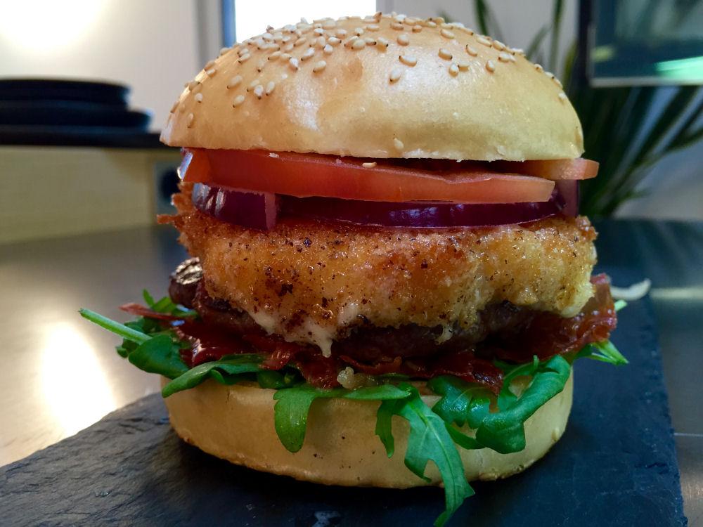Italian Burger altobelli burger-AltobelliBurger02-Altobelli Burger mit Parmaschinken & Mozzarella