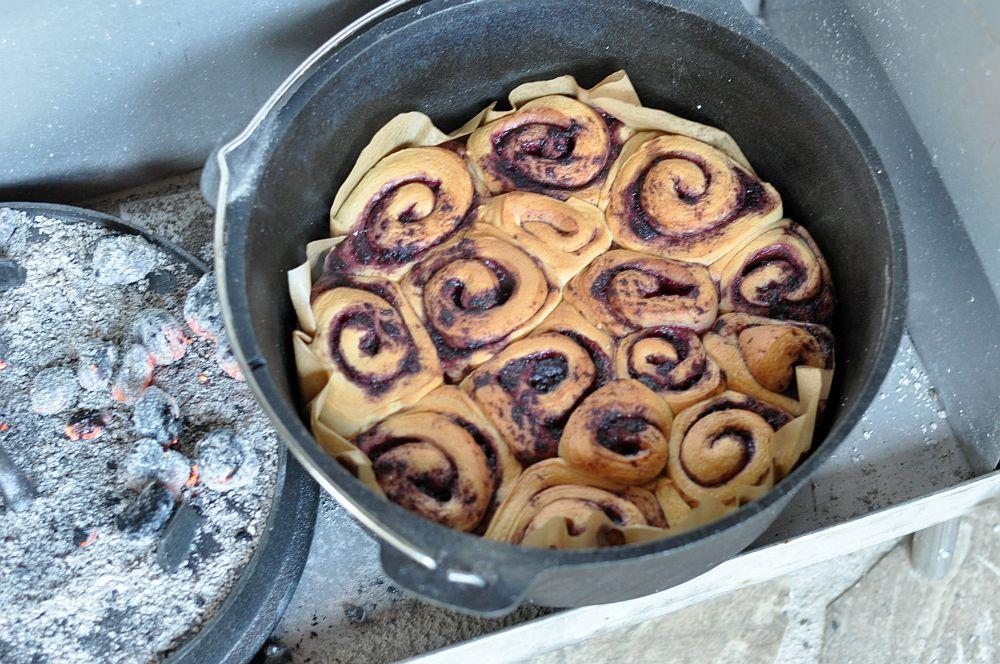 Zimtschnecken Blaubeer-Zimtschnecken aus dem Dutch Oven-blaubeer-zimtschnecken-BlaubeerSchnecken06