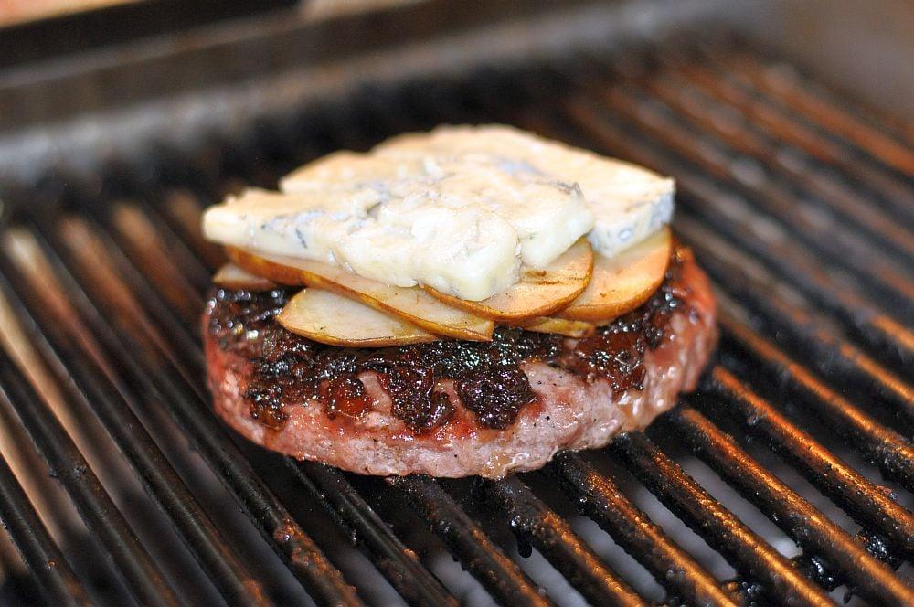 Burger mit Birne und Gorgonzola Burger mit Birne und Gorgonzola-burger mit birne und gorgonzola-BurgerBirneGorgonzola03