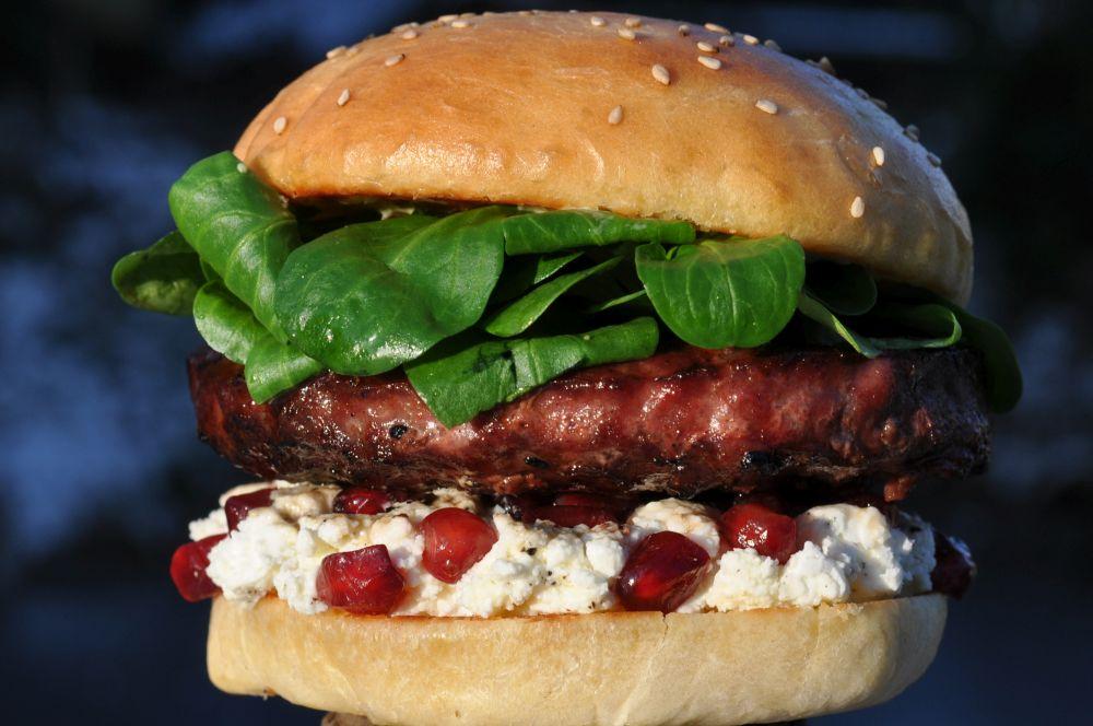 Granatapfel Feta Burger Granatapfel Feta Burger mit Feldsalat-Granatapfel Feta Burger-GranatapfelFetaBurger02