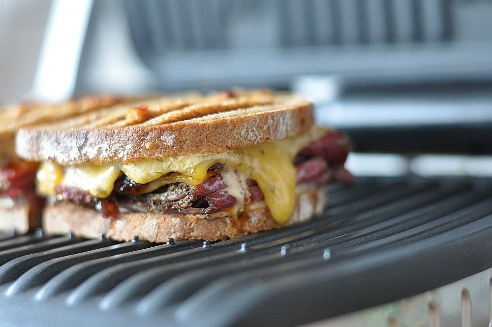 Pastrami-Bacon-Jam-Sandwich Pastrami-Bacon-Jam-Sandwich mit Cheddar-Pastrami-Bacon-Jam-Sandwich-PastramiBaconJamSandwich021
