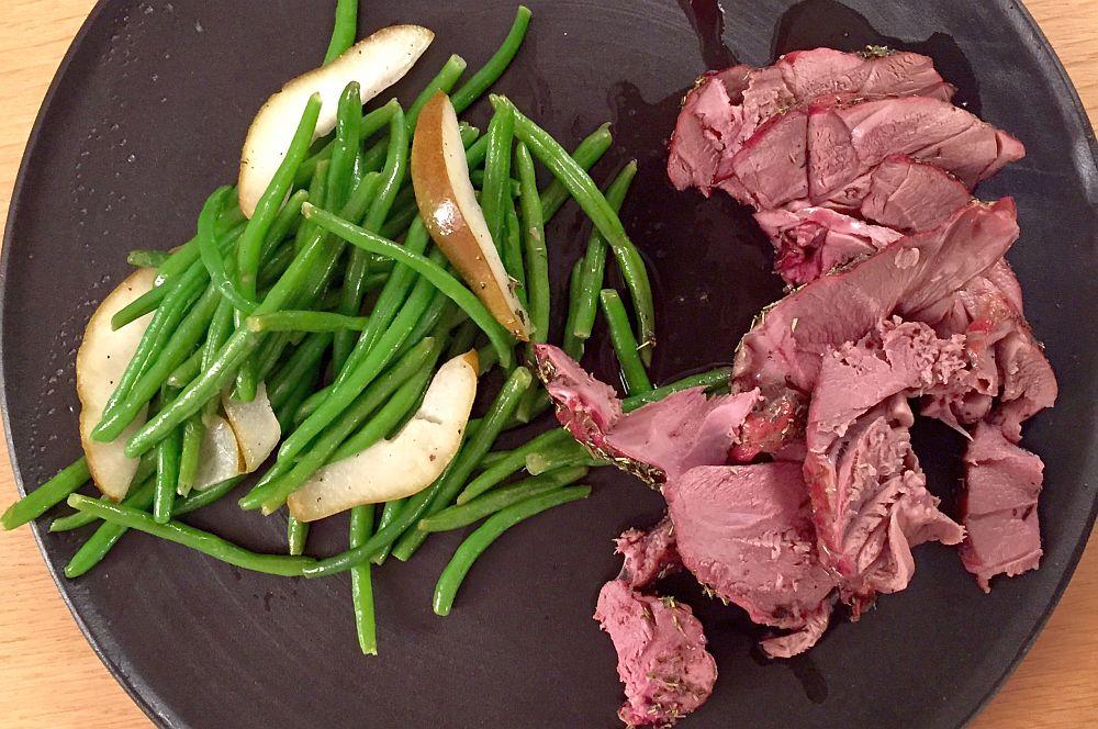 Rehkeule vom Grill rehkeule vom grill-Rehkeule03-Rehkeule vom Grill mit Birnen-Bohnen-Gemüse