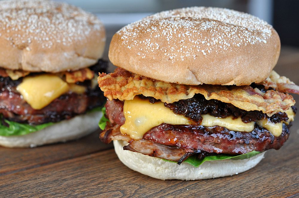 Triple Bacon Cheeseburger  Triple Bacon Cheeseburger – der ultimative Bacon-Overkill-Triple Bacon Cheeseburger-TripleBaconCheeseburger05