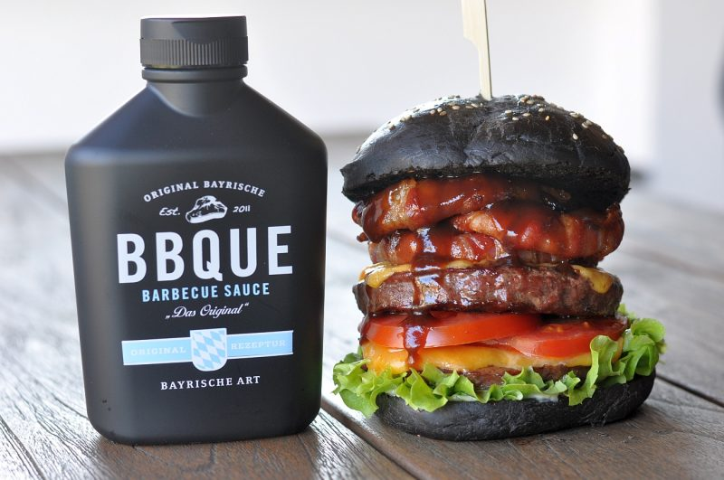 Big Black BBQUE Burger-BigBlackBBQUESchwarzerBurger 800x531-Big Black BBQUE Burger – The Black Beauty