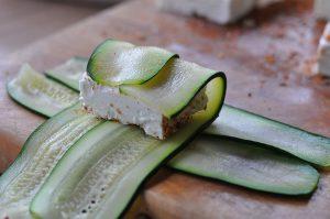 Zucchini-Fetapäckchen Zucchini-Fetapäckchen-FetaZucchinipaeckchen05 300x199-Zucchini-Fetapäckchen mit Smoking Zeus Rub