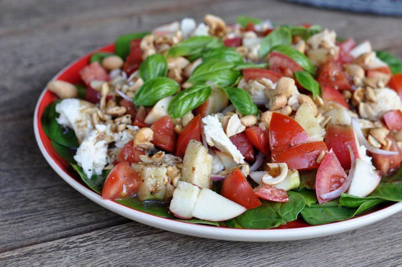 spinatsalat-FruchtigerSpinatsalat 800x531-Fruchtiger Spinatsalat mit Nektarinen und Cashewkernen