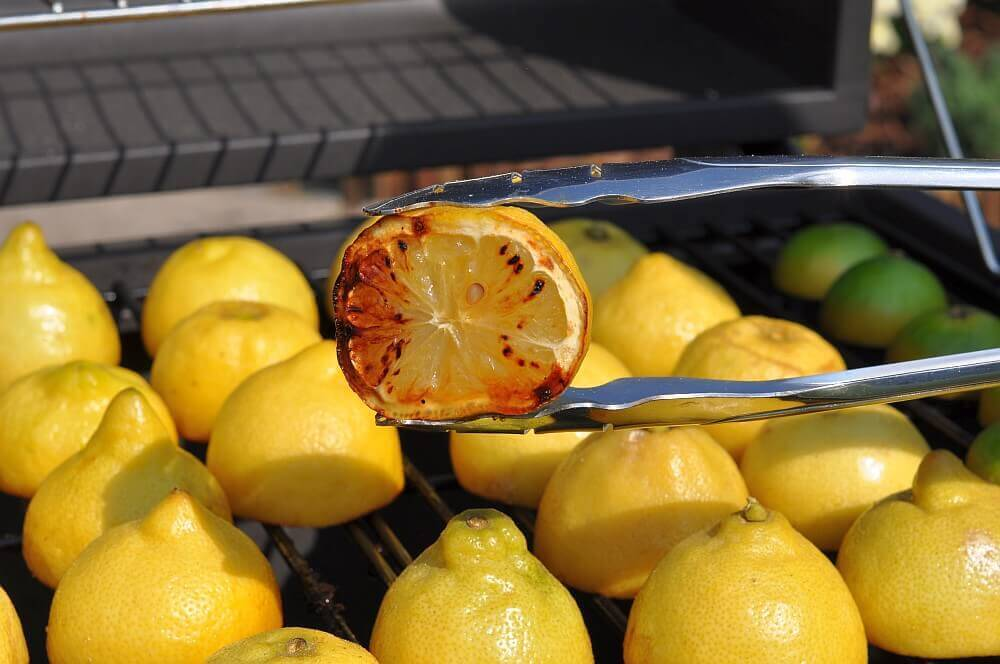 Grilled Lemonade / Limonade mit gegrillten Zitronen-grilled lemonade ...