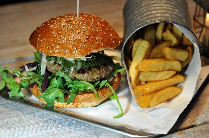 -BurgerNerdsDuisburg 800x531-Die Burger Nerds in Duisburg im BBQPit-Burgerbuden-Test