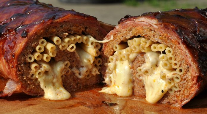 Mac and Cheese Bacon Bomb