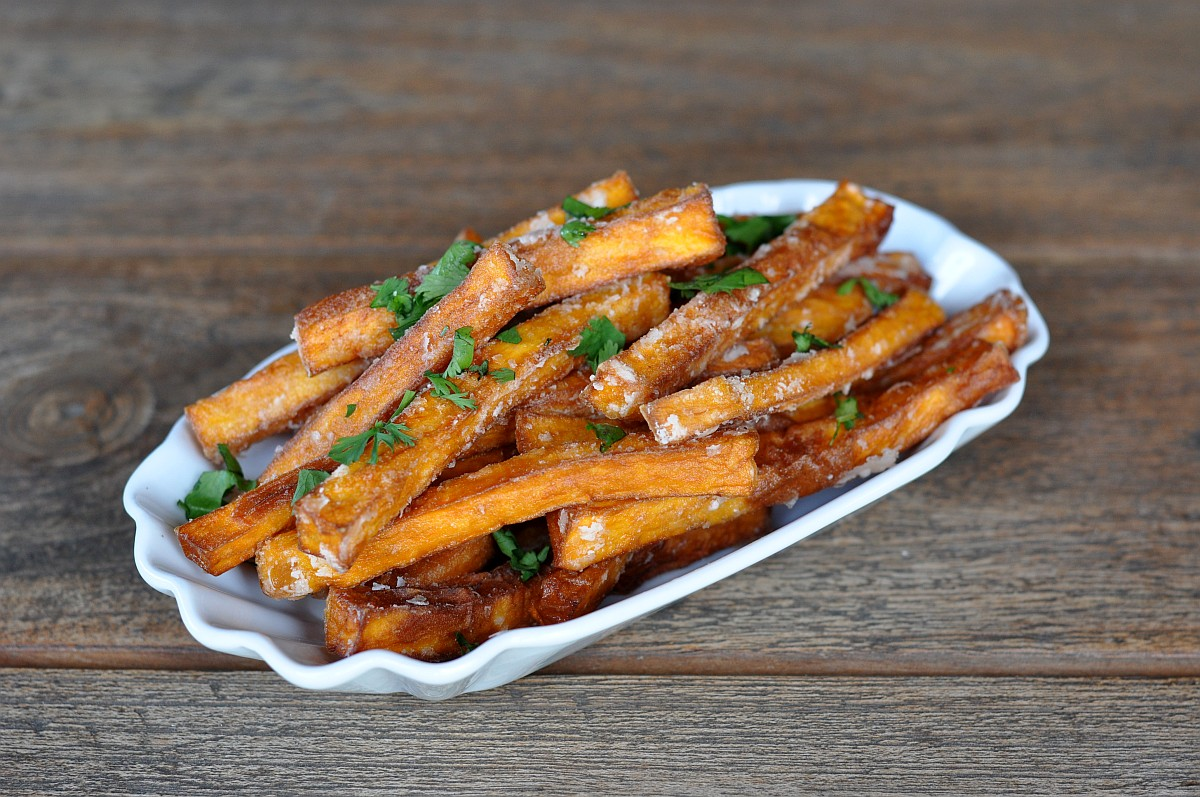 Knusprige Süßkartoffel-Pommes - so gelingen sie perfekt!