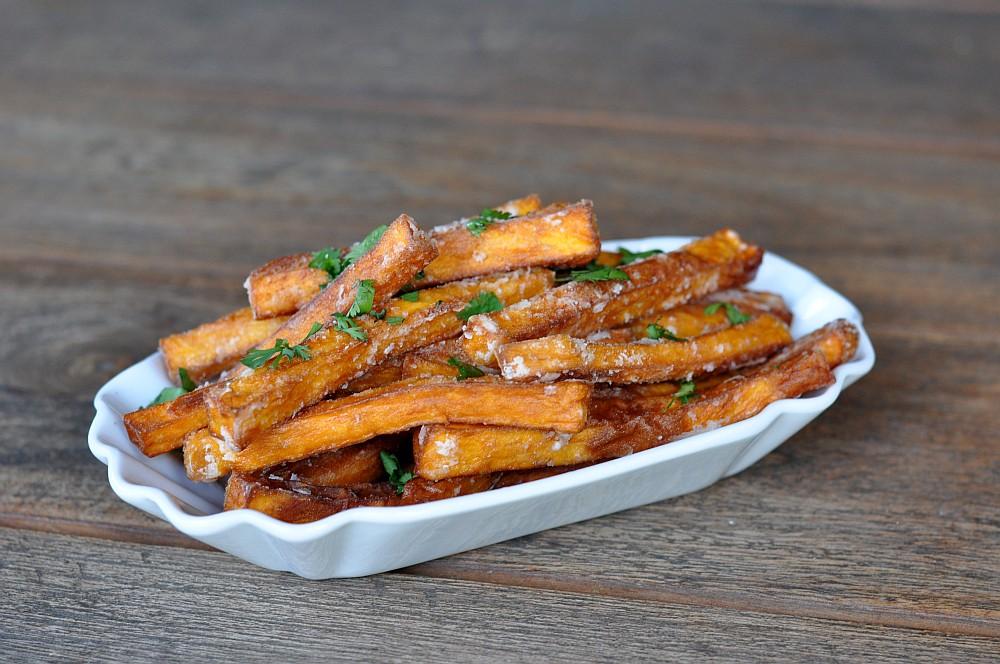 Knusprige Süßkartoffel-Pommes knusprige süßkartoffel-pommes-KnusprigeSuesskartofelpommes10-Knusprige Süßkartoffel-Pommes – so gelingen sie perfekt!
