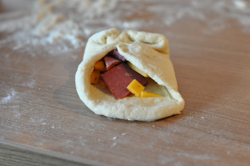 Pastrami Cheddar Pretzel Buns   BBQPit.de - Grillrezepte, Tipps ...