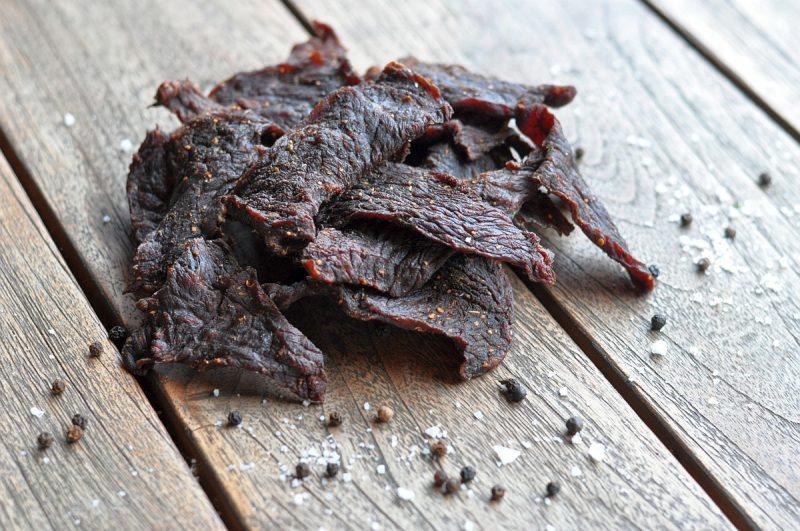 pit powder beef jerky-PitPowderBeefJerky 800x531-Pit Powder Beef Jerky – Trockenfleisch mit BBQ-Rub