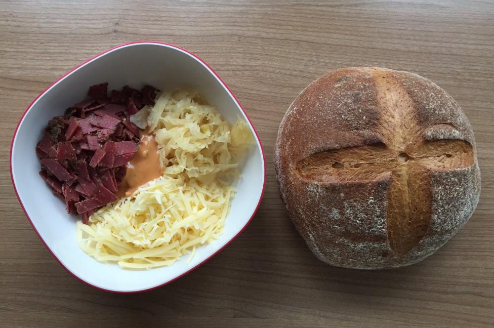 Zupfbro mit Pastrami und Käse reuben-zupfbrot-ReubenZupfbrotmitPastrami01-Reuben-Zupfbrot mit Pastrami, Käse und Sauerkraut