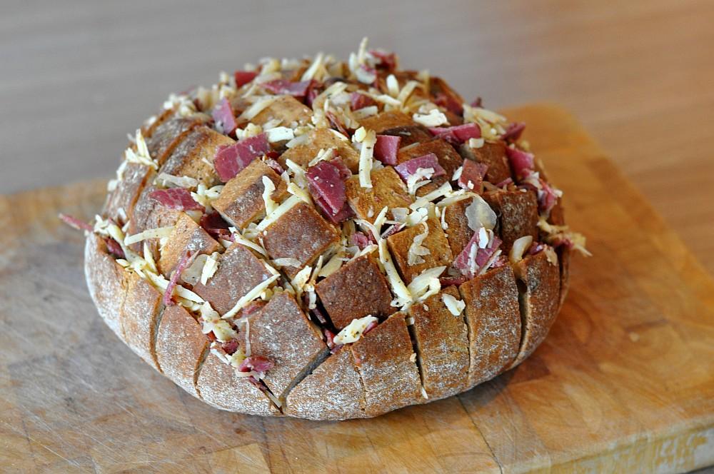 Reuben-Zupftbrot reuben-zupfbrot-ReubenZupfbrotmitPastrami03-Reuben-Zupfbrot mit Pastrami, Käse und Sauerkraut